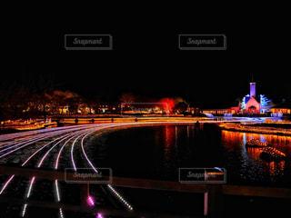 大きな橋が夜ライトアップの写真・画像素材[1830010]