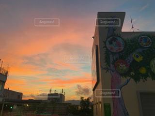 夕暮れ時の都市の景色の写真・画像素材[729006]