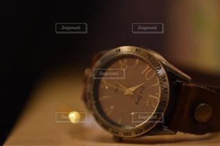近くに時計の真ん中に時計のアップの写真・画像素材[842006]