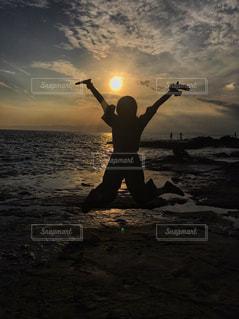 フリスビーの水の体を抱きかかえたの写真・画像素材[755955]