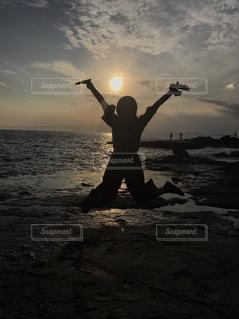 フリスビーの水の体を抱きかかえたの写真・画像素材[755956]