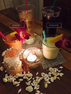 テーブルの上のコーヒー カップの写真・画像素材[755961]