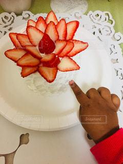 皿の上のケーキのスライス - No.938014