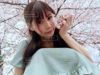 ピンクのドレスの女の子の写真・画像素材[1031652]