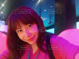 selfie を取る女性の写真・画像素材[1175170]