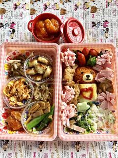 料理の種類でいっぱいのボックスの写真・画像素材[1330129]