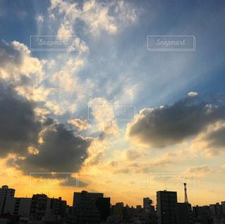 夕暮れ時の都市の景色の写真・画像素材[781441]