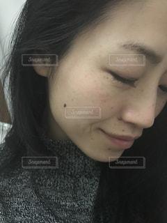 近くの女性のアップの写真・画像素材[907322]