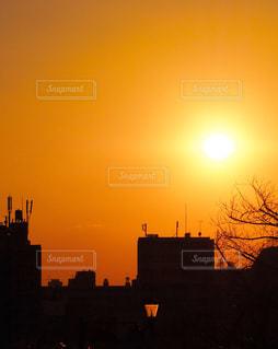 日暮里 東京 夕焼け 夕日 太陽 赤 色 カラー 景色 綺麗 雰囲気 - No.648254