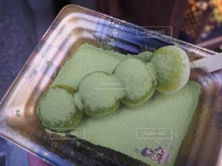 近くのトレイにケーキのスライスをの写真・画像素材[719760]