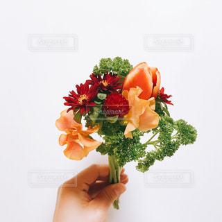 テーブルの上に花瓶の花の花束の写真・画像素材[1129060]
