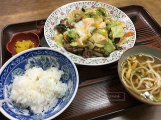 沖縄料理のすき焼き定食2 (食堂ミルク)の写真・画像素材[676200]
