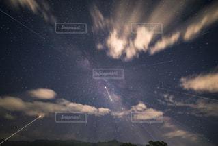 夜空の星達と天の川の写真・画像素材[1311020]