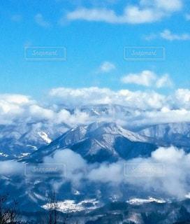 雪の覆われた山の上の雲 - No.707100