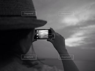 携帯電話を持つ手の写真・画像素材[781073]