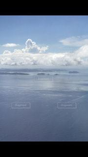 水体の上空で雲のグループ - No.740399