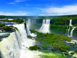 いくつかの水の上の大きな滝 - No.984162