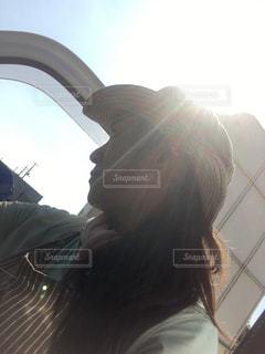 太陽バックのシルエットの写真・画像素材[767693]