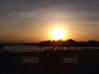 海に沈む夕日の写真・画像素材[927774]
