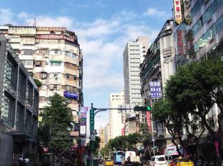 新旧の建物が混在する街並みの写真・画像素材[952164]