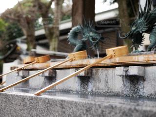 手水舎の柄杓と龍の写真・画像素材[969624]