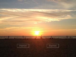 海に沈む夕日の写真・画像素材[983028]