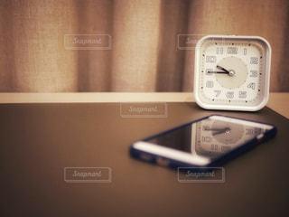 スマホと時計の写真・画像素材[1002401]