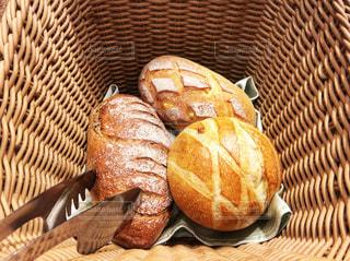 パンのバスケットの写真・画像素材[1020463]
