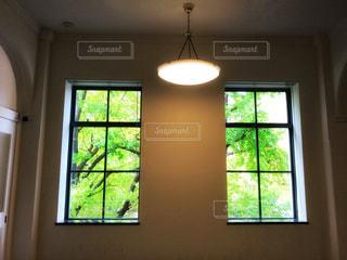 窓の先の景色の写真・画像素材[1143369]