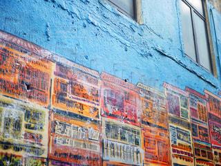 近くの建物にアートの写真・画像素材[1205367]