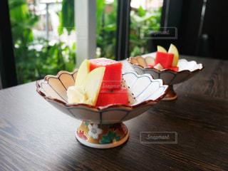 木製テーブルの上に果物の写真・画像素材[1314995]