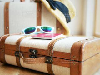 スーツケースと大事なものの写真・画像素材[1321444]