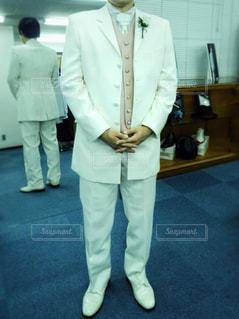 スーツとネクタイを身に着けている男の写真・画像素材[1367283]