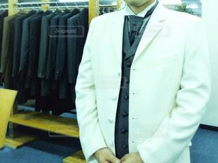 スーツとネクタイを身に着けている男の写真・画像素材[1367287]