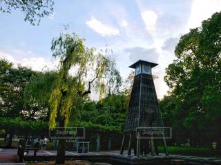 公園の真ん中の時計塔の写真・画像素材[1386746]