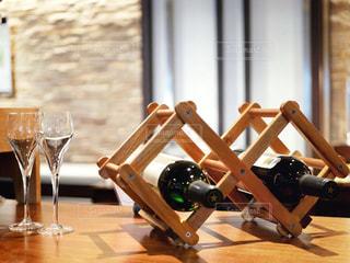 木製ワインボトルホルダーの写真・画像素材[1641637]
