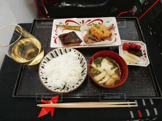 ビジネスクラスの機内食の写真・画像素材[2357437]