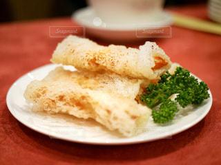皿の上の食べ物のクローズアップの写真・画像素材[2458734]