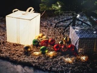 ツリーの下のプレゼントの写真・画像素材[2778527]