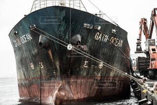 水の中の大型船の写真・画像素材[812123]
