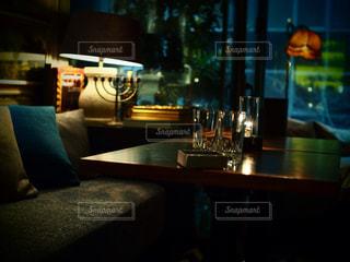 テーブル ワインのグラスの写真・画像素材[742707]