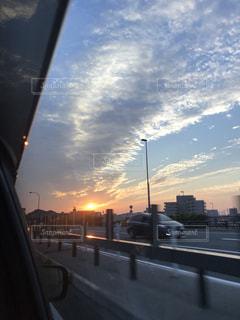 夕暮れ時の都市の景色の写真・画像素材[845342]