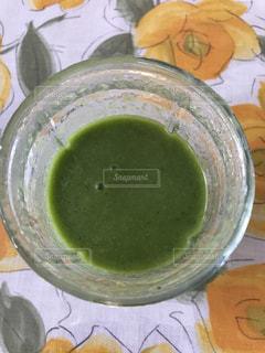 テーブルにある野菜ジュース - No.818464
