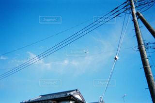 フィルムカメラで撮った青空の写真・画像素材[3132497]
