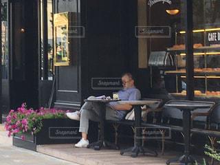 カフェと男性の写真・画像素材[652259]