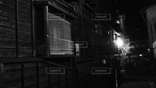 建物の白と黒の写真の写真・画像素材[720750]