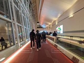 羽田空港の通路の写真・画像素材[2766786]