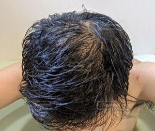 お風呂で濡れたハゲ頭の写真・画像素材[2841099]