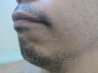 無精髭男性の口元をクローズアップの写真・画像素材[2841103]