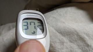 風邪かな?微熱の体温計(37.2度)の写真・画像素材[3110096]